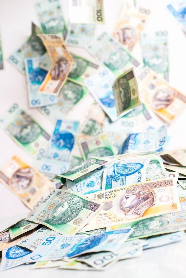 Fallendes polnisches Geld lizenzfreie stockfotos
