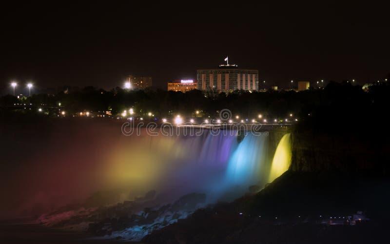 faller den niagara natten fotografering för bildbyråer