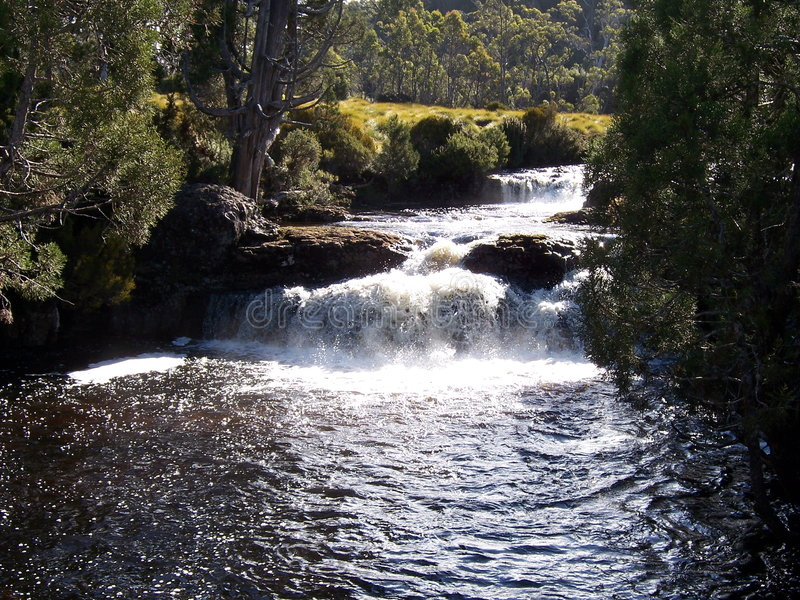 faller floden arkivfoto
