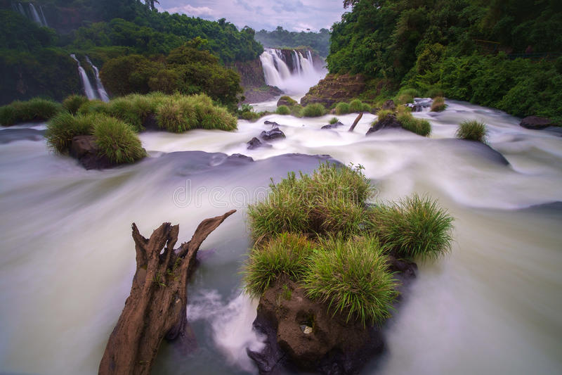 faller iguazuen arkivfoto