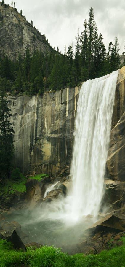 faller nationalparken vernal yosemite arkivfoto