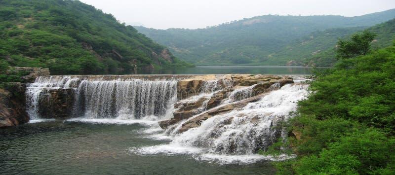 faller vattenfallet royaltyfri fotografi