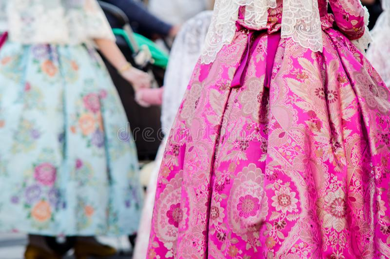 Falleraskleding traditioneel met bloemen, Spanje, Valencia Het festival van manierfallas in Valencia royalty-vrije stock afbeelding