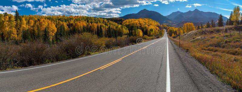 Fallfarbe, Panorama Colorado-Landstraßen-145 lizenzfreie stockfotografie
