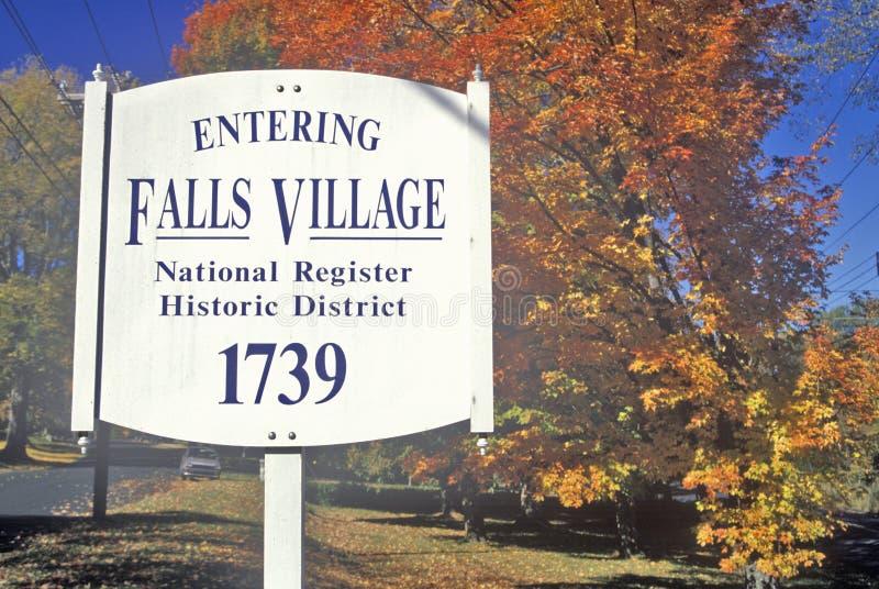 Fallfarben im Fall-Dorf entlang szenischer Landstraße, U S Weg 7, Connecticut lizenzfreie stockbilder