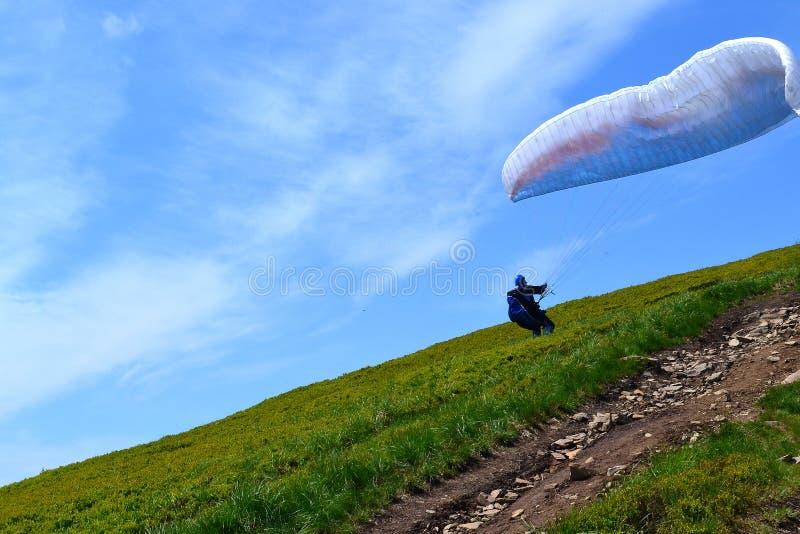 Fallschirm, der Foto im freien Fall springt lizenzfreies stockbild
