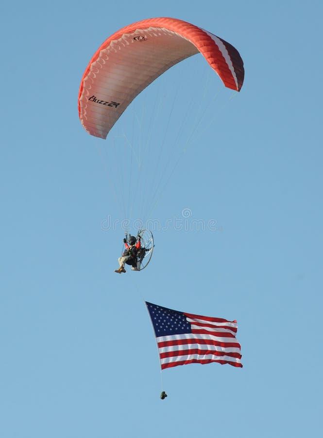 Fallschirm Miramars Airshow 2016 mit Flagge stockfotografie