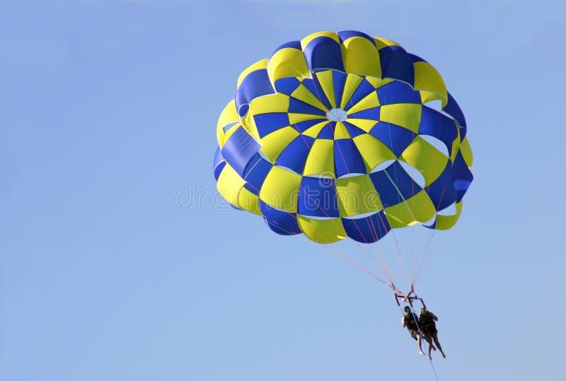 Fallschirmspringen stockfoto