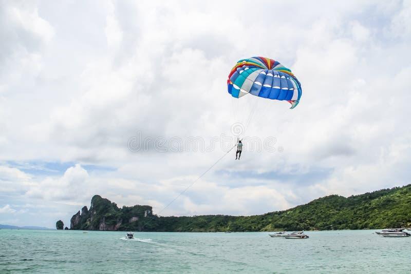 Fallschirmspringen stockfotos