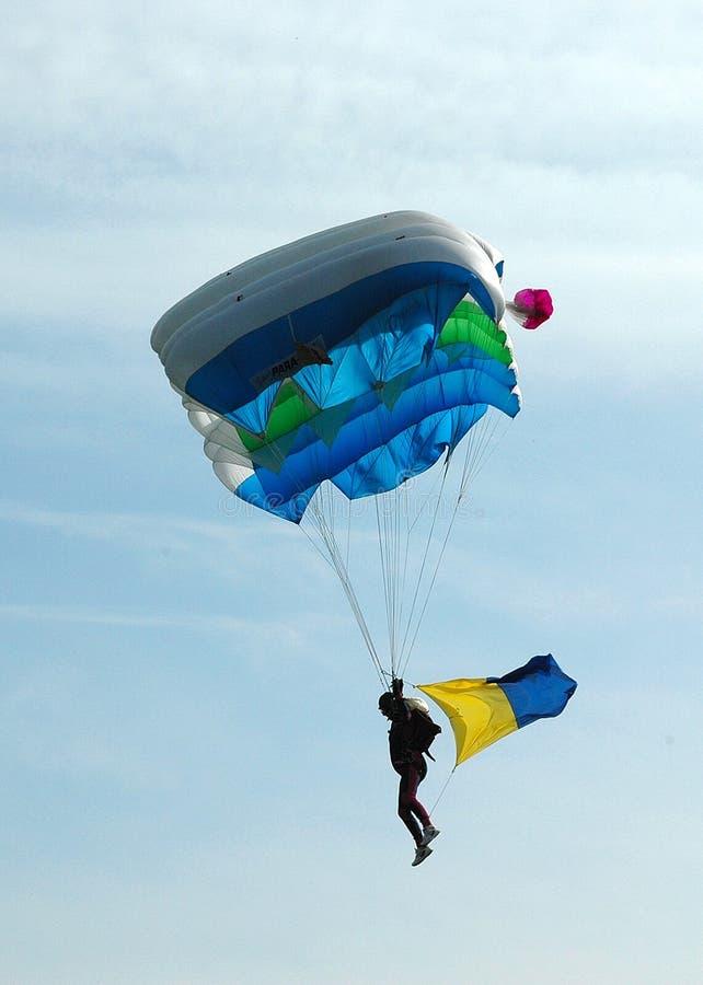 Fallschirmspringen - rückseitiges beleuchtet stockfoto