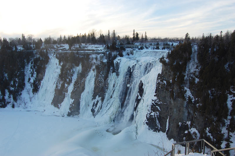 fallsmontmorency vinter royaltyfria foton