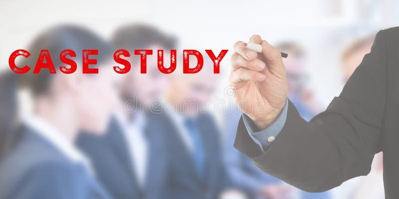 Fallstudie, Geschäftsmannhandschrift mit Team stockfotos