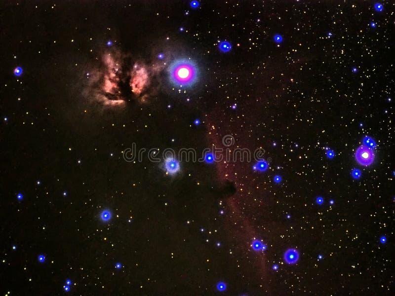 Falme da constelação de Orion das estrelas do céu noturno e horas da nebulosa principal observando imagens de stock royalty free