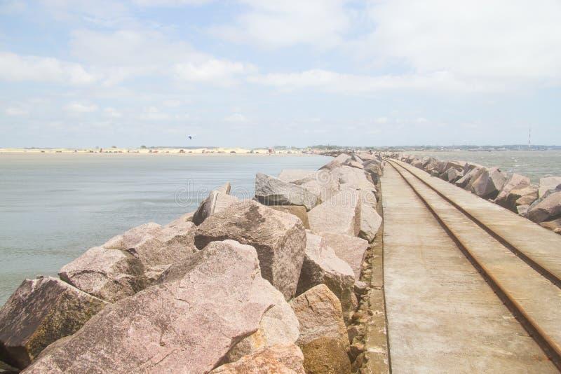 Falochron przy Cassino plażą zdjęcia stock