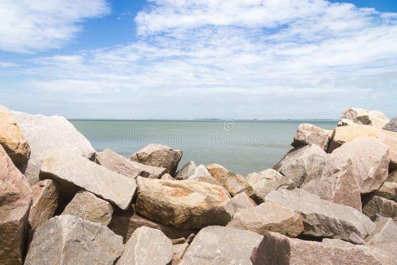 Falochron przy Cassino plażą obrazy stock