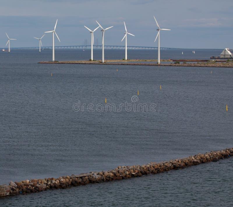 falochronu generatorów horyzontalny turbina wiatr zdjęcie royalty free