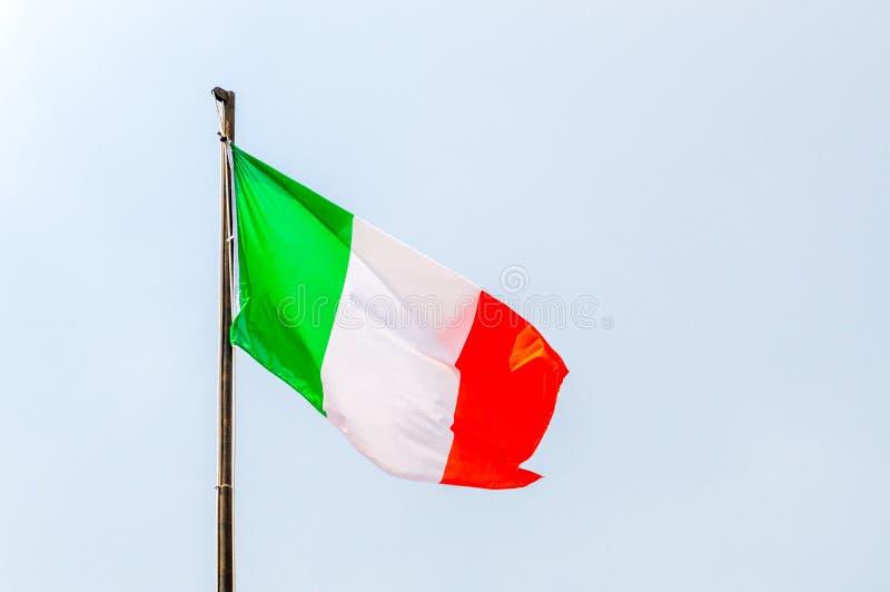 Falowanie włoszczyzny flaga Zieleń, biel i czerwona flaga, obraz stock