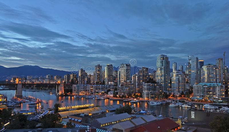 False Creek ed il ponte della via di Burrard a Vancouver, Canada immagine stock