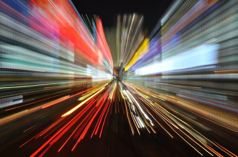 Falta de definición colorida de la velocidad con los rastros ligeros imagen de archivo