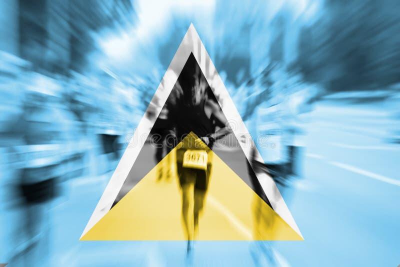 Falta de definición de movimiento del corredor de maratón con la bandera de mezcla de la Santa Lucía imagen de archivo