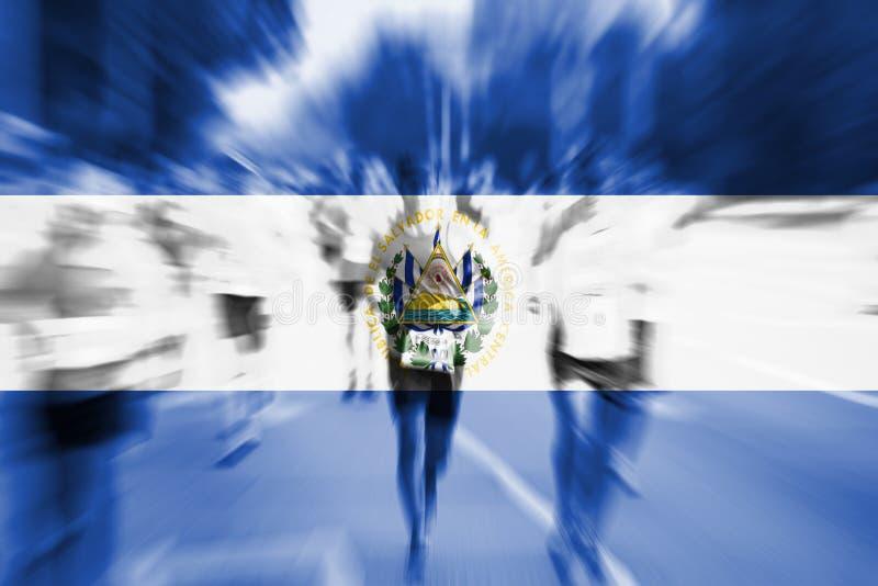 Falta de definición de movimiento del corredor de maratón con la mezcla de la bandera de El Salvador fotografía de archivo libre de regalías