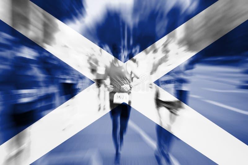Falta de definición de movimiento del corredor de maratón con la mezcla de la bandera de Escocia stock de ilustración