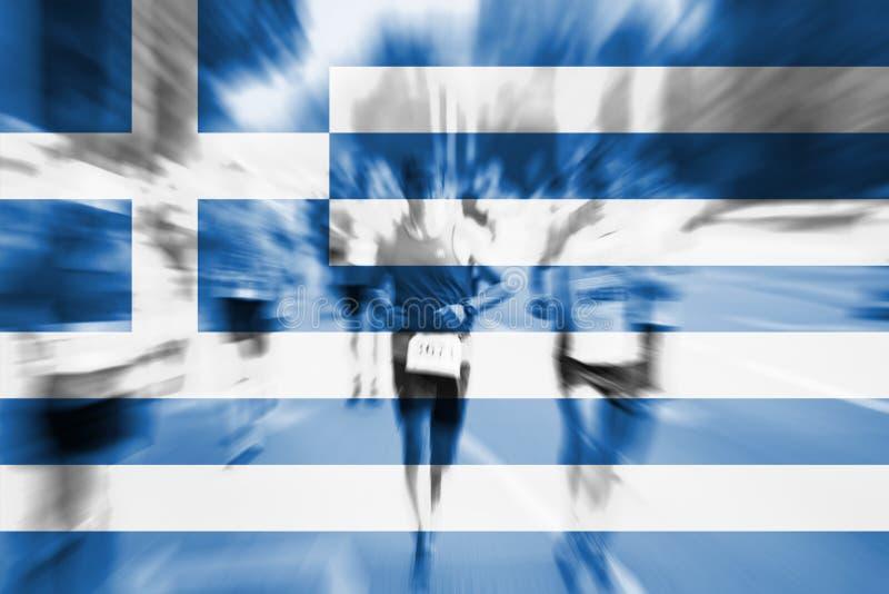 Falta de definición de movimiento del corredor de maratón con la mezcla de la bandera de Grecia fotos de archivo