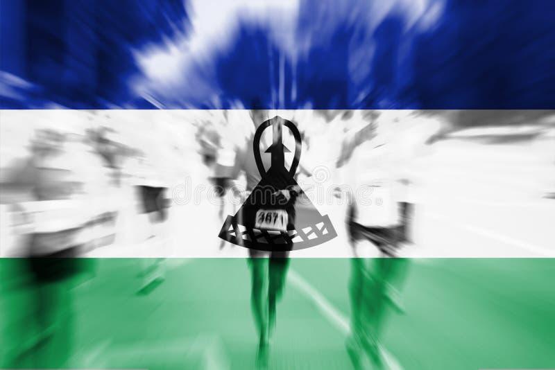 Falta de definición de movimiento del corredor de maratón con la mezcla de la bandera de Lesotho imagen de archivo libre de regalías