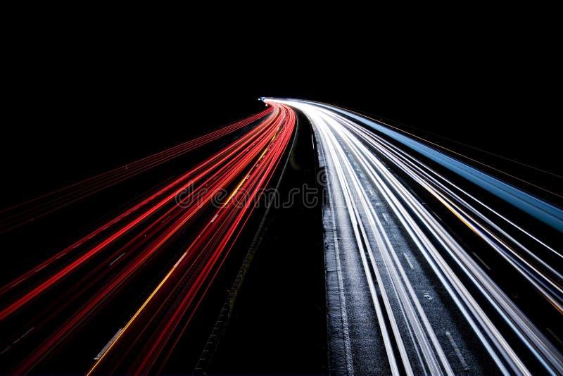 Falta de definición de movimiento ocupada del tráfico de la noche fotos de archivo libres de regalías