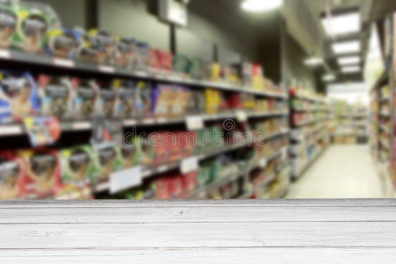 Falta de definición de madera blanca vacía del supermercado de la tabla para el fondo foto de archivo