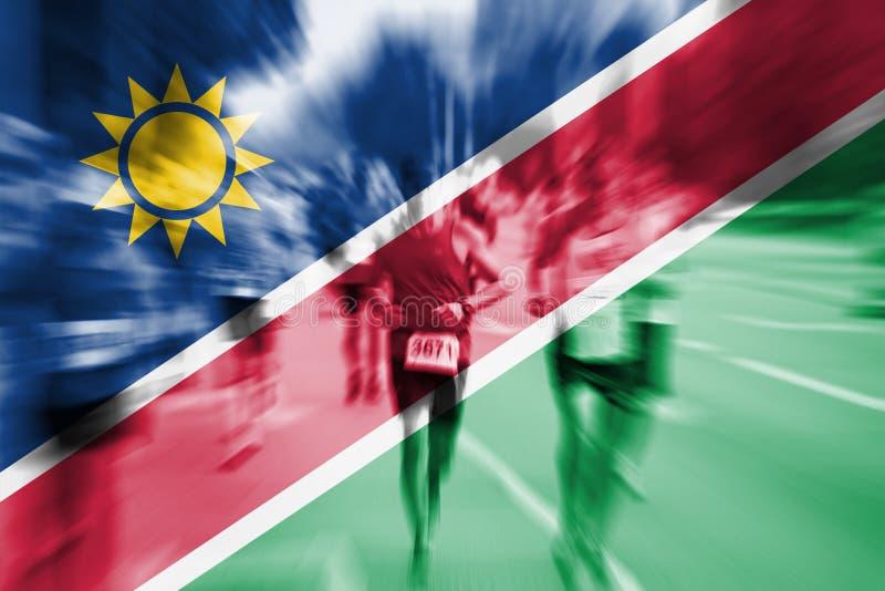 Falta de definición de movimiento del corredor de maratón con la mezcla de la bandera de Namibia fotos de archivo libres de regalías
