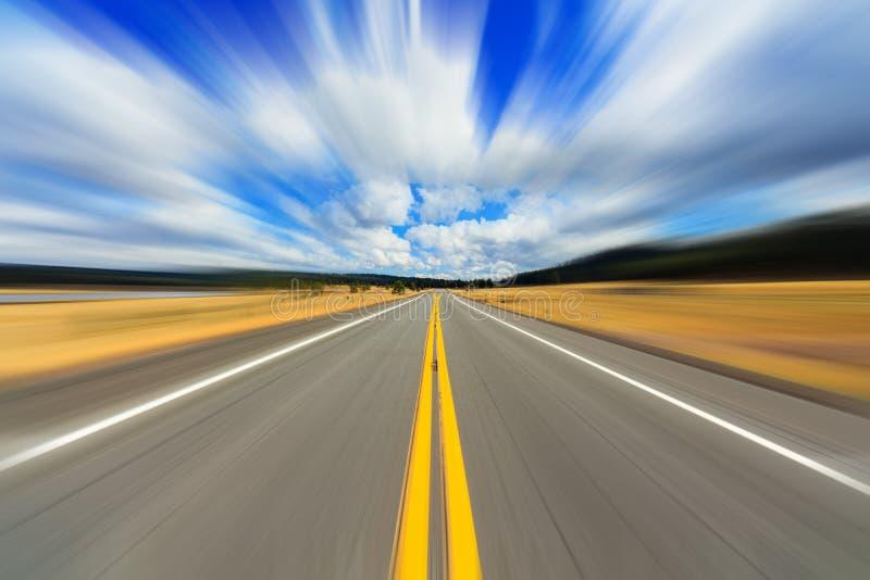 Falta de definición de movimiento de dos calles de la carretera fotos de archivo