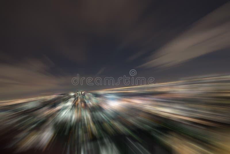 Falta de definición radial en noche de la ciudad foto de archivo
