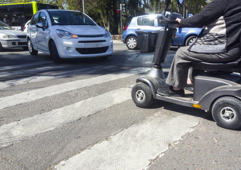 Falta de respeto del concepto de vehículos de movilidad imagen de archivo libre de regalías