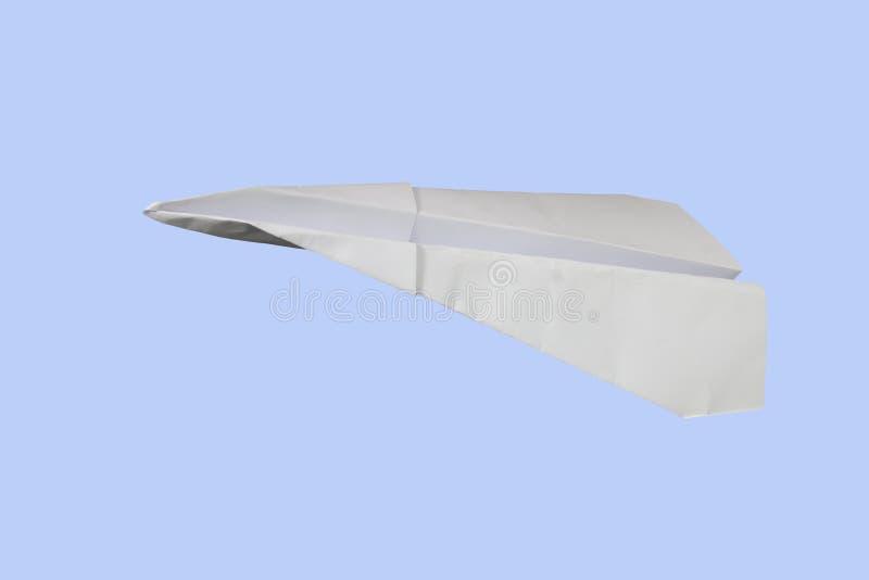 Falten Sie Papierflugzeug auf blauem Hintergrund lizenzfreie stockbilder