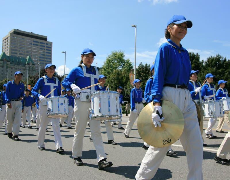 Falun Dafa in der Parade lizenzfreie stockfotografie