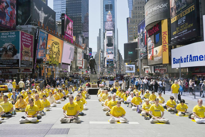 Download Falun Gong Assemble In Times Square Editorial Stock Photo - Image: 24921228