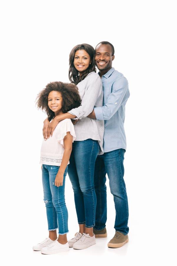 família afro-americano feliz bonita com a uma criança que está junto fotos de stock royalty free