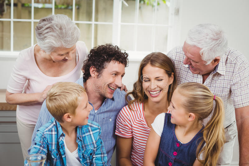 Família alegre da multi-geração em casa fotografia de stock royalty free