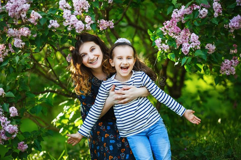 Família alegre feliz imagem de stock