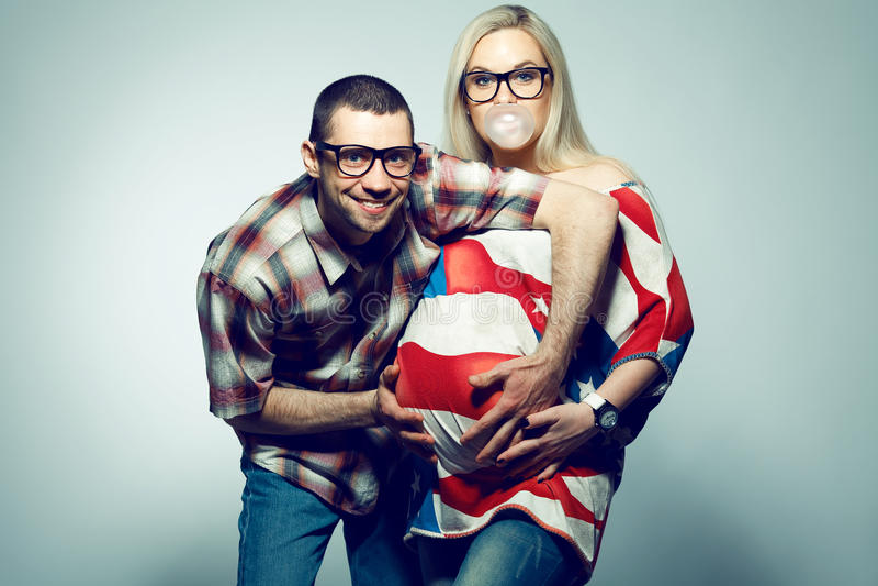 Família americana feliz & x28; pregnancy& x29; conceito foto de stock royalty free