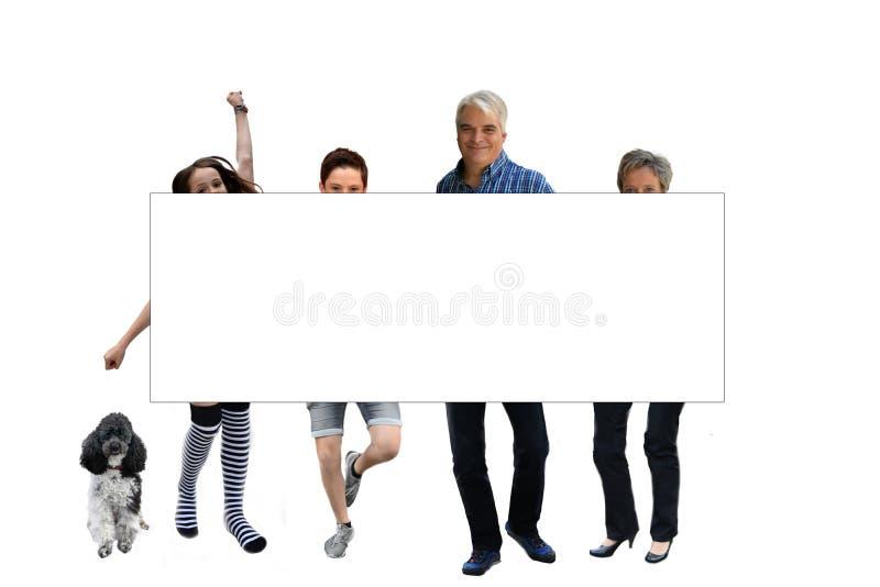 Família atrás de uma placa branca imagem de stock royalty free