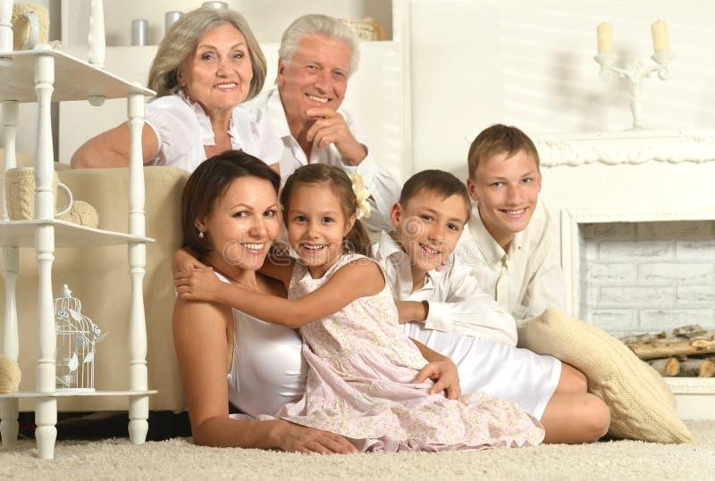 Família com crianças foto de stock royalty free