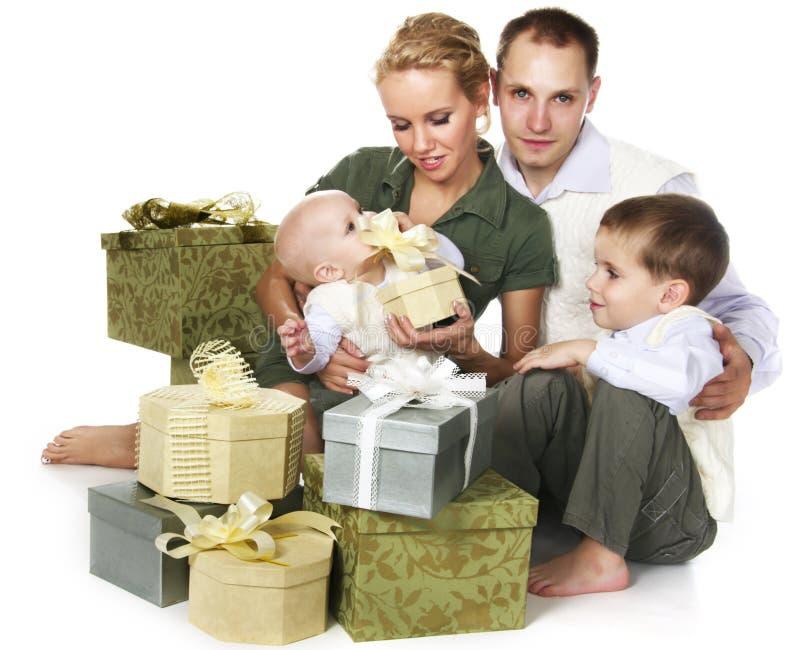 Família com muitas caixas de presente foto de stock royalty free