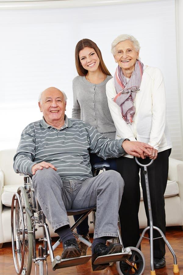 Família com pares do idoso fotografia de stock