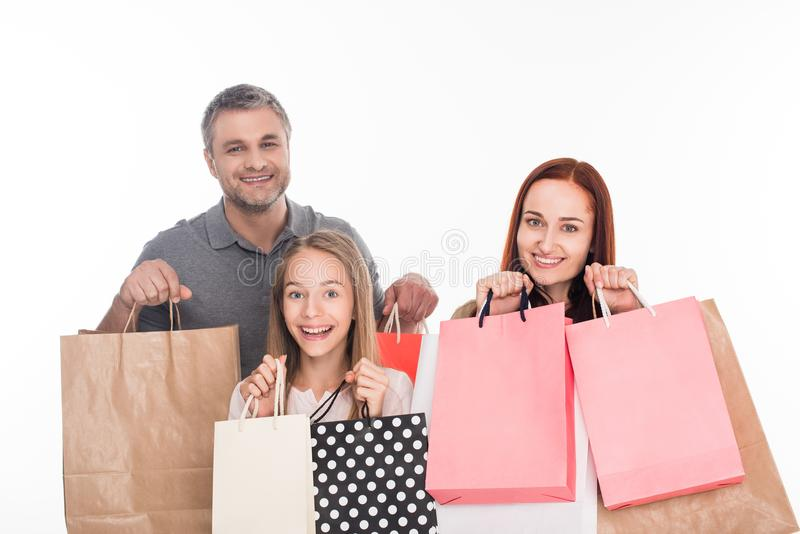 Família com sacos de compra imagens de stock royalty free