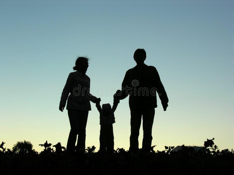 Família com silhueta do bebê fotografia de stock