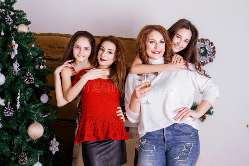 A família comemora o ano novo imagem de stock royalty free