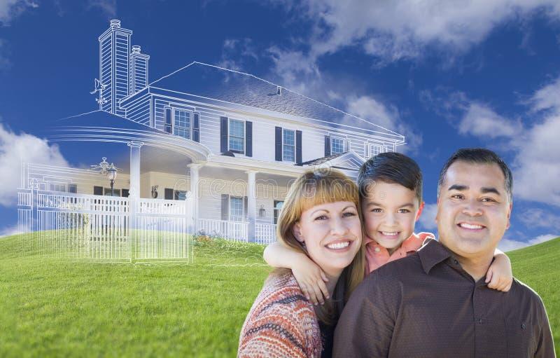 Família da raça misturada e desenho novos da casa de Ghosted na grama foto de stock royalty free