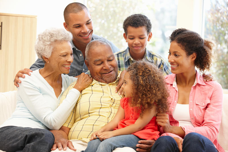 Família de 3 gerações em casa imagem de stock